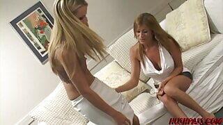 Lisa finds a Moist Muff Playmate in Sexy Sophia Lynn
